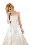 Muchacha feliz en un vestido de noche y un collar blancos Hombros descubiertos Imágenes de archivo libres de regalías