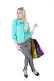 Muchacha feliz hermosa que hace compras con los bolsos coloreados Fotos de archivo libres de regalías
