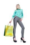 Muchacha feliz hermosa que hace compras con los bolsos coloreados Imagen de archivo libre de regalías