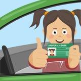Muchacha feliz joven que muestra su nuevo carné de conducir que se sienta en el coche y que da los pulgares para arriba ilustración del vector