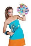 Muchacha feliz linda con la gama de colores coloreada y los cepillos Fotos de archivo