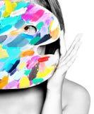 Muchacha feliz linda con la gama de colores coloreada y los cepillos Foto de archivo
