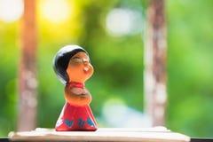 Muchacha feliz, muñeca cocida de la arcilla Foto de archivo libre de regalías
