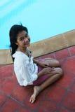 Muchacha feliz por la piscina Imágenes de archivo libres de regalías