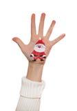Muchacha feliz que demuestra los símbolos de la Navidad pintados en su mano Fotos de archivo libres de regalías
