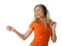 Muchacha feliz que escucha la música y el baile Imágenes de archivo libres de regalías