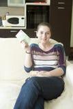 Muchacha feliz que lleva a cabo euro Fotos de archivo libres de regalías