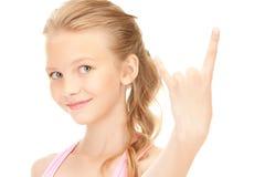 Muchacha feliz que muestra a cuernos del diablo gesto Fotografía de archivo