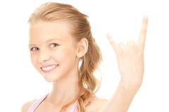 Muchacha feliz que muestra a cuernos del diablo gesto Imágenes de archivo libres de regalías