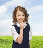 Muchacha feliz que muestra gesto del silencio Imágenes de archivo libres de regalías