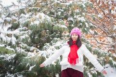 Muchacha feliz 2 que nievan Fotos de archivo libres de regalías