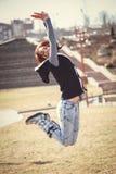 Muchacha feliz que salta al aire libre Imagen de archivo libre de regalías