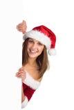 Muchacha festiva que sonríe en la cámara que sostiene el cartel Foto de archivo