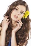 Muchacha fresca con la flor en pelo Fotos de archivo libres de regalías