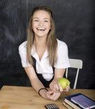 Muchacha fresca joven del adolescente en sala de clase en Fotos de archivo libres de regalías