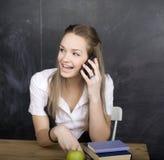 Muchacha fresca joven del adolescente en sala de clase en Foto de archivo libre de regalías