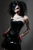 Muchacha gótica joven en traje del fetiche Imagen de archivo libre de regalías