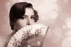 Muchacha gitana Mujer andaluz de la moda de la belleza con la fan elegante imagen de archivo