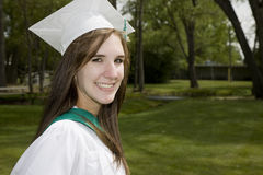 Muchacha graduada sonriente Fotos de archivo