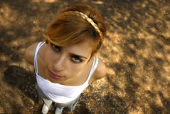 Muchacha granangular divertida Fotos de archivo