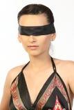 Muchacha hermosa atada con la venda negra Fotografía de archivo