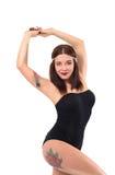 Muchacha hermosa atlética tatuada en traini de la aptitud fotos de archivo libres de regalías