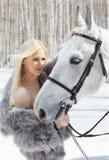 Muchacha hermosa con el caballo Imagenes de archivo