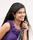Muchacha hermosa con el clarinet Foto de archivo