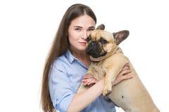 Muchacha hermosa con el dogo francés Foto de archivo libre de regalías