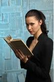 Muchacha hermosa con el libro Imagen de archivo
