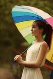 Muchacha hermosa con el paraguas colorido Fotografía de archivo libre de regalías