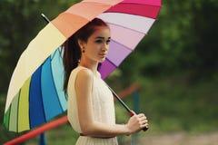 Muchacha hermosa con el paraguas colorido Imágenes de archivo libres de regalías