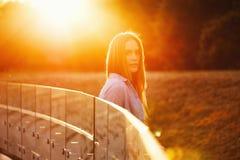 Muchacha hermosa con el pelo largo Foto de archivo libre de regalías