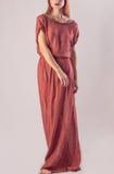 Muchacha hermosa con el pelo rojo en vestido largo Imágenes de archivo libres de regalías