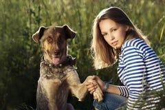 Muchacha hermosa con el perro Imágenes de archivo libres de regalías