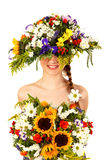 Muchacha hermosa con el sombrero de flores Foto de archivo