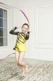 Muchacha hermosa con la cinta rosada de la gimnasia rítmica Imagenes de archivo