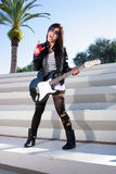 Muchacha hermosa con la guitarra eléctrica (2) Fotos de archivo libres de regalías
