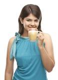 Muchacha hermosa con la taza de café Fotos de archivo libres de regalías