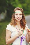 Muchacha hermosa con las cintas Fotos de archivo libres de regalías