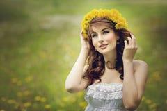 Muchacha hermosa con las flores Fotografía de archivo