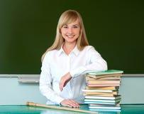 Muchacha hermosa con los libros de texto Fotografía de archivo libre de regalías
