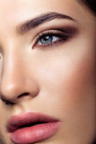 Muchacha hermosa con maquillaje foto de archivo libre de regalías