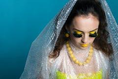 Muchacha hermosa con maquillaje impar Imagen de archivo libre de regalías
