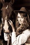 Muchacha hermosa con su caballo Imagenes de archivo