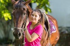 Muchacha hermosa con un caballo Foto de archivo libre de regalías