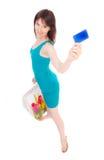 Muchacha hermosa con un de la tarjeta de crédito. Imagenes de archivo