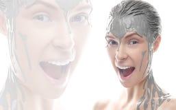 Muchacha hermosa con un maquillaje creativo de la arcilla Cara de la belleza Modelo con la fundación en su cara Imagen de archivo libre de regalías