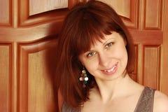 Muchacha hermosa con una sonrisa en su cara Foto de archivo libre de regalías