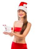 Muchacha hermosa de la Navidad de Papá Noel con la carretilla de las compras Fotos de archivo libres de regalías